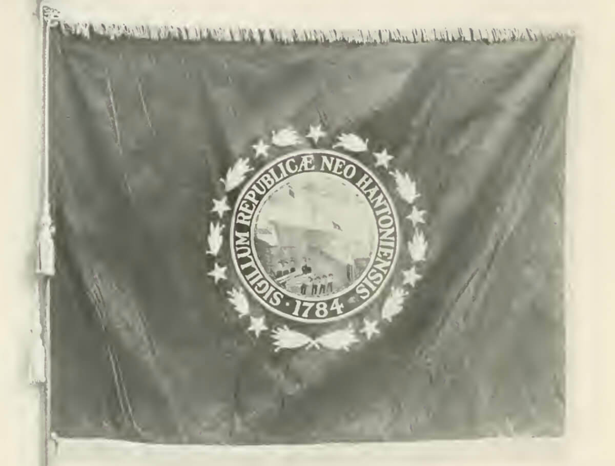 a photo of the original New Hampshire flag